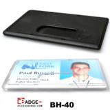 Mat zwarte harde kunststof kaarthouder ter bescherming van betaalkaart, identiteitskaart of rijbewijs met duimgat.