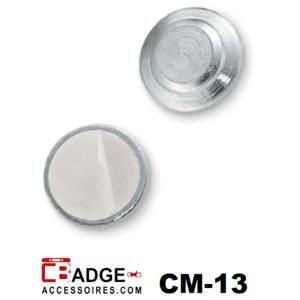 Klein rond magneetje bestaand uit een stalen disk met magneetje ingekapseld en verzinkt plaatje met schuimrubberen plakstrip